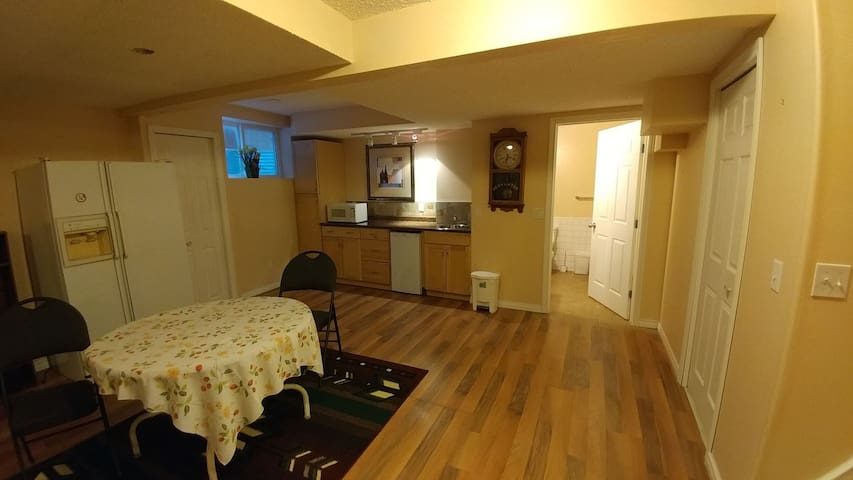 Basement suite Calgary NW, gateways to Rockies