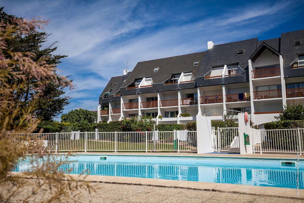 Appartement soign dans r s avec piscine et tennis for Piscine quiberon