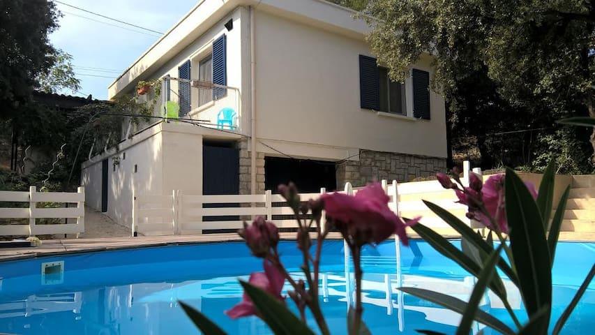 Petite maison familiale  à Carnoux - Carnoux-en-Provence - Casa
