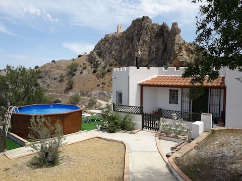 Two Bedroom cottage with private pool and views