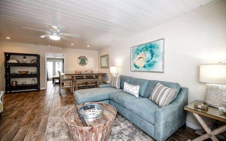 3bedroom/2bath steps from Siesta Key Beach