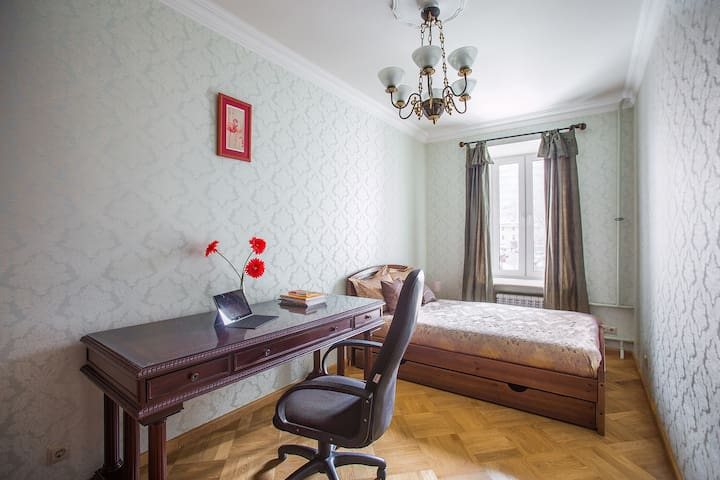 Room for rest/work in the center near Tverskaya St