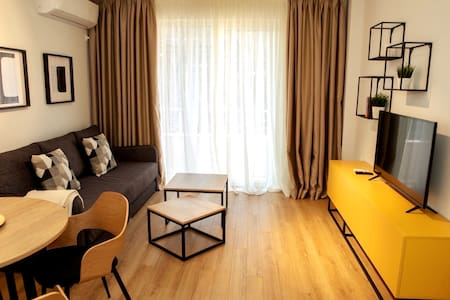 Brand new with luxury finishing  1 bdrm apartment.