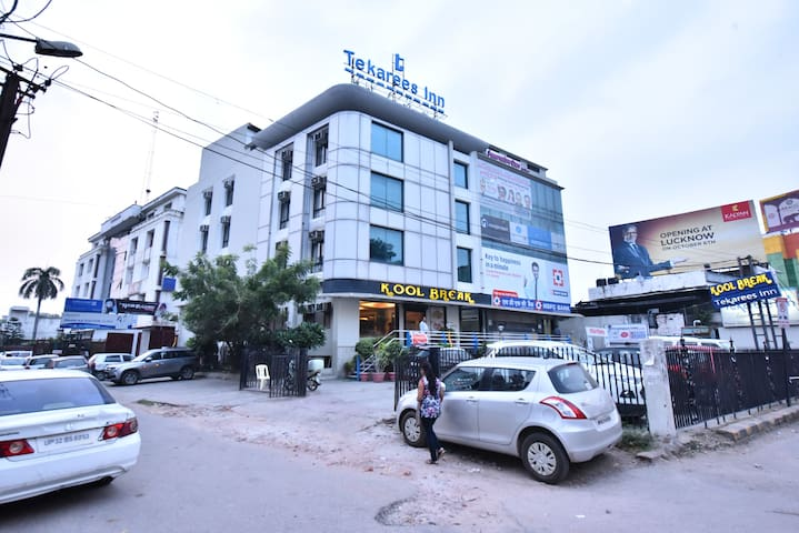 Hotel Tekarees Inn Hazaratganj