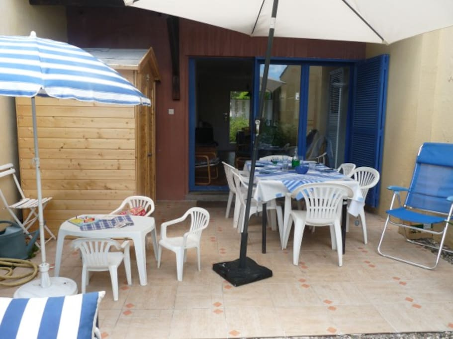 Terrasse agréable pour les barbecues.