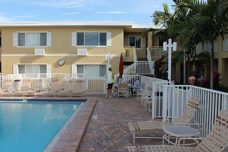 Sandcastle Beach Club - Fort Myers Beach