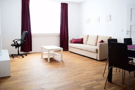Quiet room in new apartment 15min from city centre - Praga