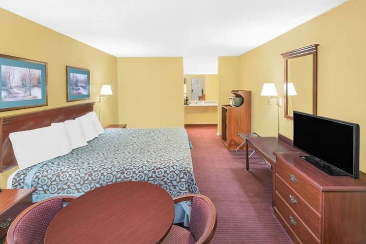 First Class Triple Double Bed Non Smoking At North Little Rock