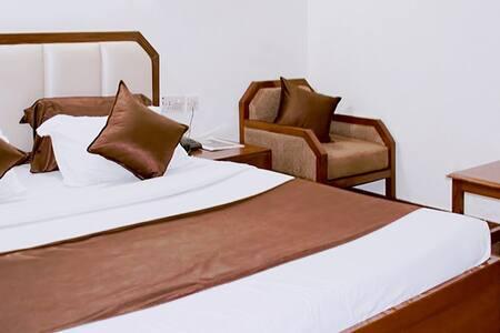 AC Deluxe Room 15 mins toTaj Mahal - Agra - Cabin