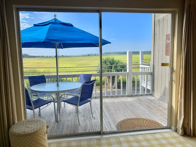 NEW LISTING Low country charm, ocean/ marsh views