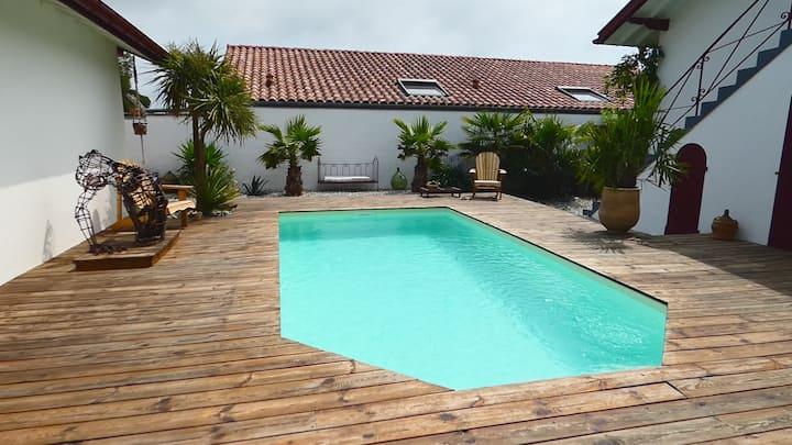 Maison basco-landaise avec piscine privée
