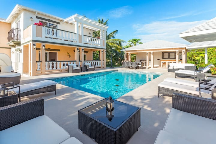 Sea La Vie - Studio unit by the pool - Long Bay Hills - Villa