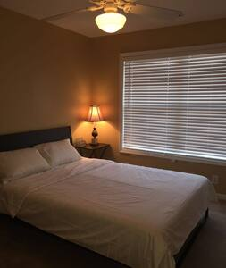 Comfortable and clean room - Alpharetta