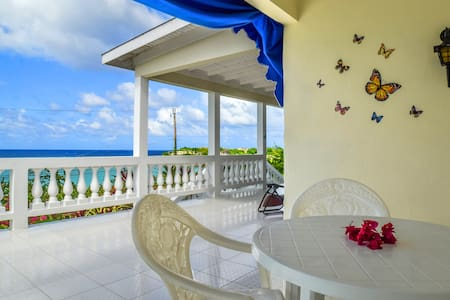 Villa with Private Beach (Rm 2) - Lucea - Villa