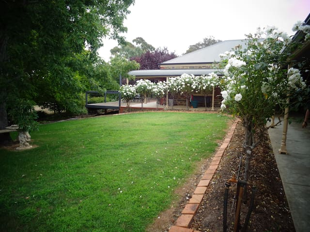 Castle Hill, Adelaide Hills - Oakbank - House