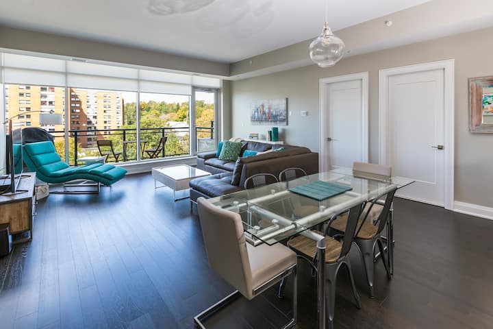 Modern 2 BR Condo with Amazing Views