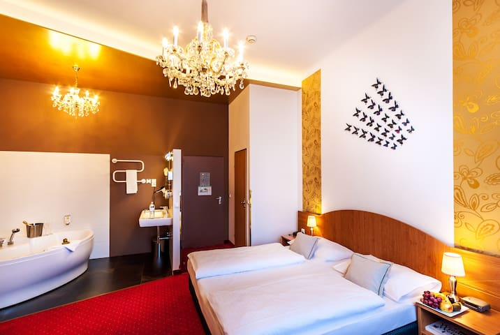 Boutique Hotel Donauwalzer, Double w/Whirlpool