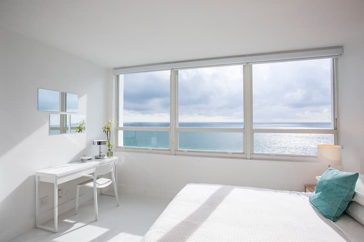 New 12th Floor Beachfront 180º Oceanview Apartment