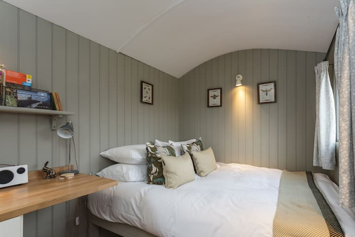 Ultimate Luxury New Forest Shepherds Hut Escape