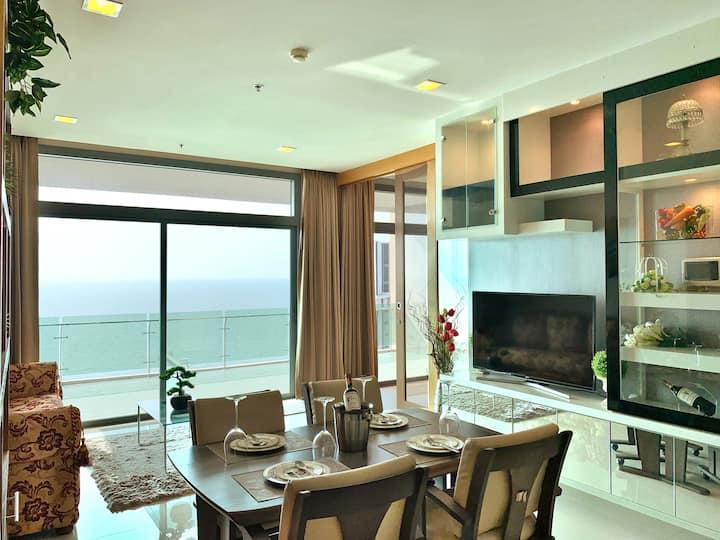 Luxury Condo, 2 bedroom 2 bathroom with sea view