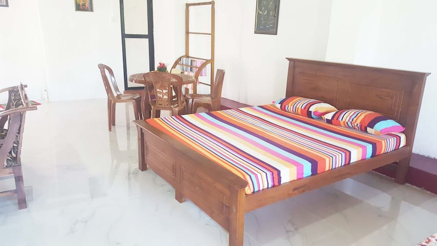 Garden View Room with Balcony in heart of Colombo