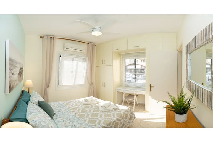Master bedroom with queen bed. All windows have curtains/blinds and external blackout/safety blinds. Work desk under the window. Safe in the wardrobe. Bedlinen and towels are provided. Full air-conditioning. Private parking right under the window.