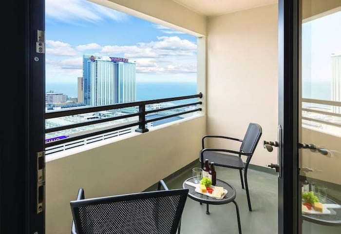 ❤️ FAMILY GETAWAY @ Skyline Tower Resort ★ POOL