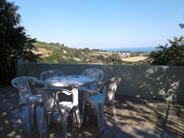 Casa rurale con vista sul mare