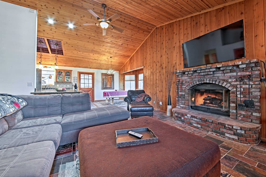 You won't have to lug your ski gear very far - Bear Mountain Resort is a short 5-minute drive from this property.