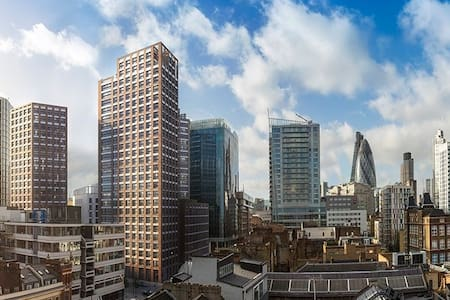 Brand New City Apartment at Aldgate East Station - Lontoo