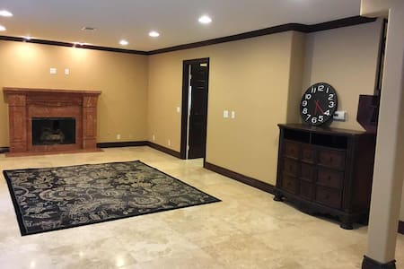 Sunshine house别墅出租,可以短租。设施齐全,及时入住。 - Anaheim