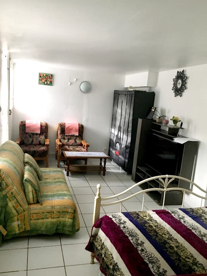 Studio in Pierrefitte-sur-Seine, with furnished garden and WiFi - 221 km from the beach