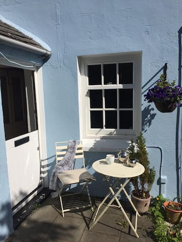 Amulree Holiday Cottage next to Laxey river.