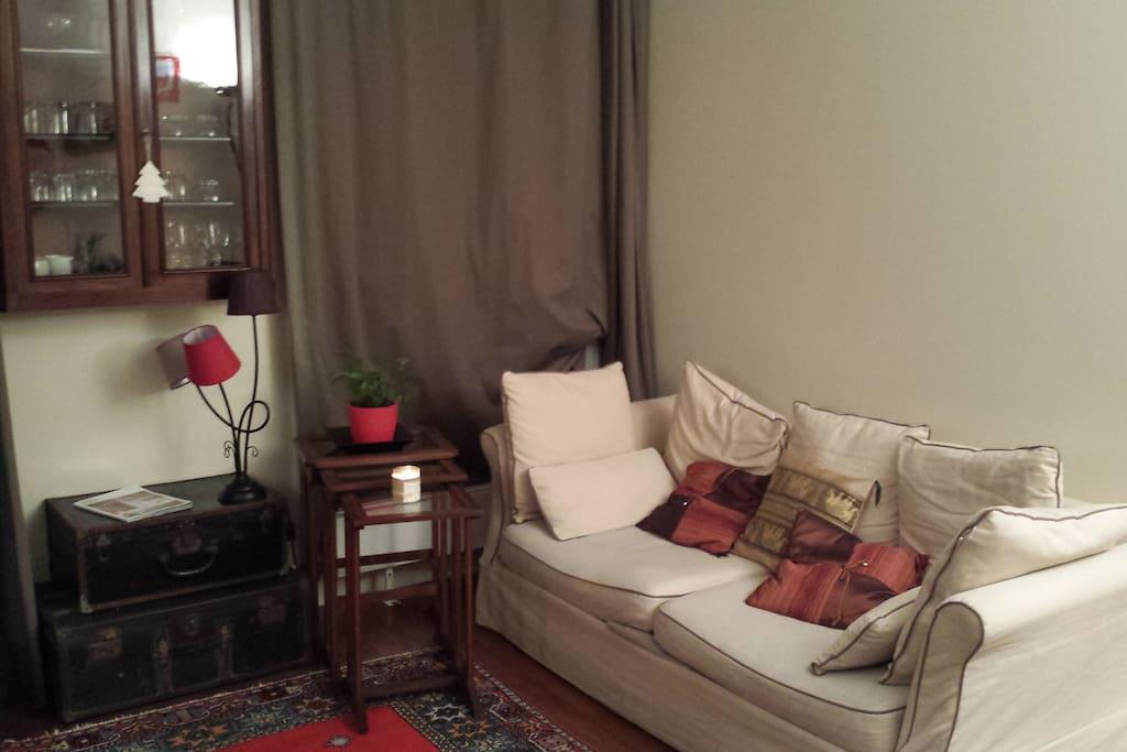 Night view - Nice and comfortable living-room