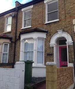 East London refurbished house n lovely double room - 伦敦 - 独立屋
