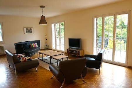 Grand appartement - terrasse/jardin/Parking - Onex