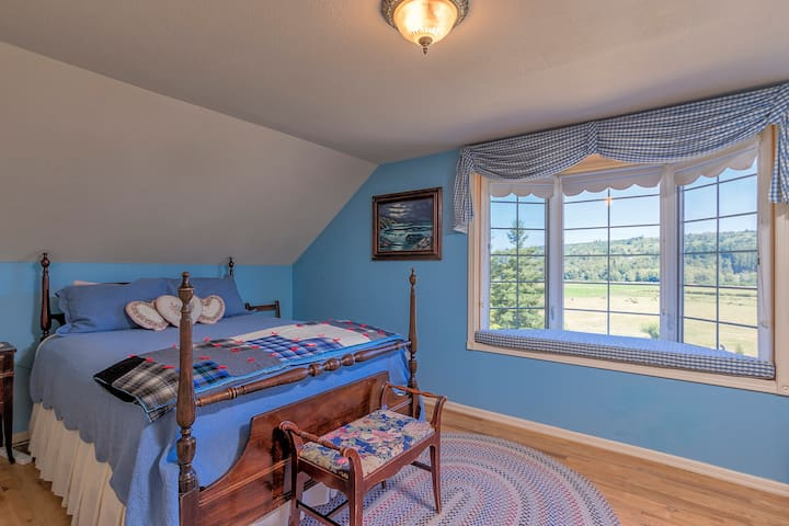 The spacious Valley View Room offers a comfy queen bed.