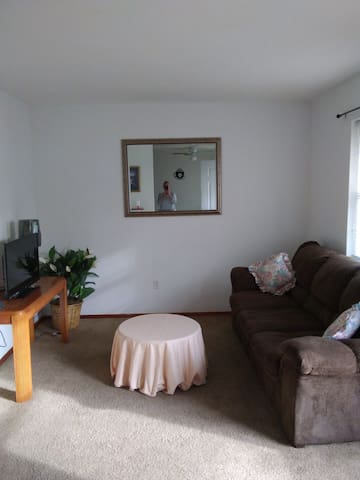Private one bedroom apartment near area hospitals.
