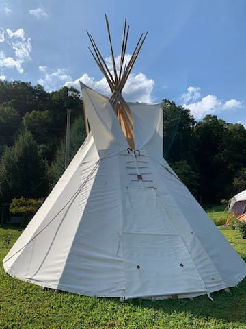 Copperhead Retreat - Mini Tipi - Glamping