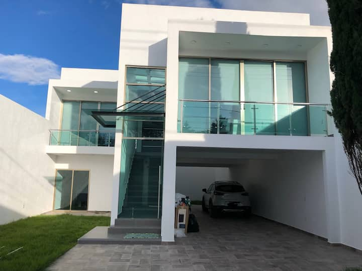 Hermosa Casa Contemporánea