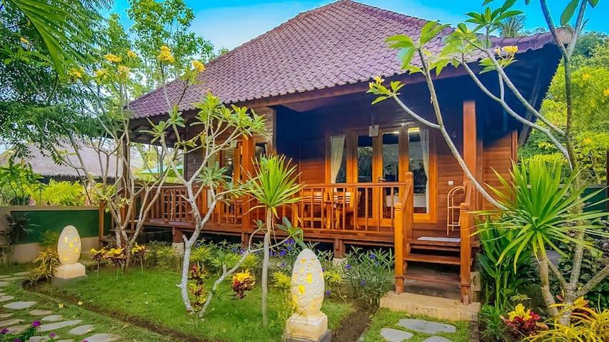 Private room at Mushroom bay Lembongan