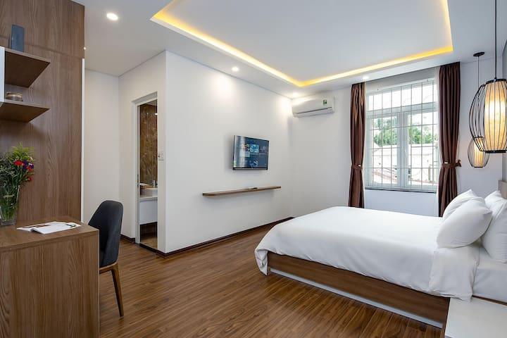 ★ Large Apartment ★ Pool ★ Gym ★Balcony★ Luxury |2