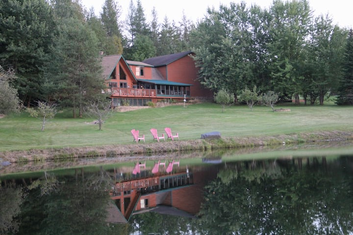 Secluded Log Cabin in the Mountains with Pond