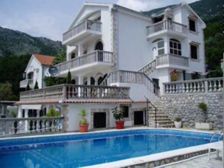 Risan, Montenegro - Rubi Villa Jasmin Apartment