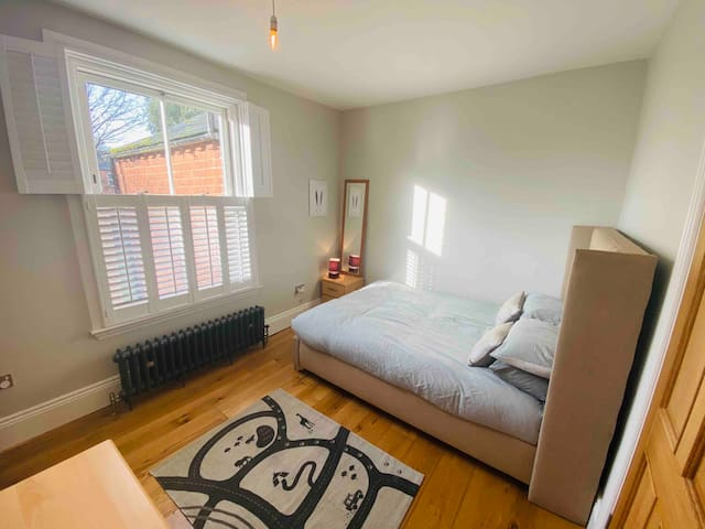 Harborne / Birmingham  double room, King size bed
