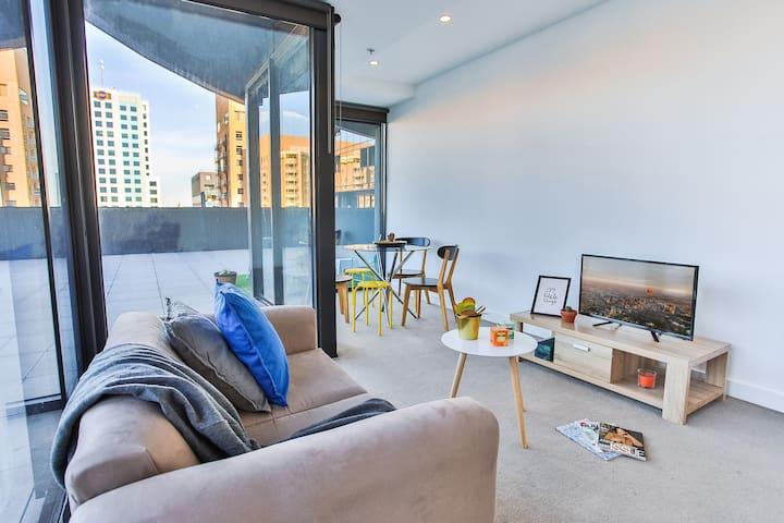 Urban Oasis-Rooftop Terrace CityView*2BDR*Park*WF