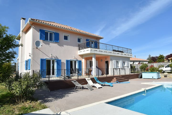 Beautiful Villa with Private Swimming Pool in Beaufort