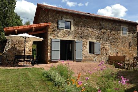 Belle grange aménagée  en 2013 - Cortambert