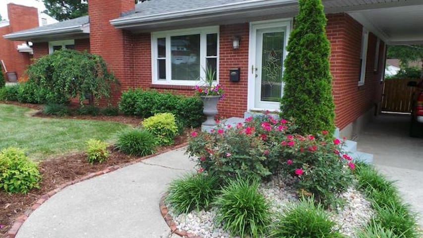 3br/3ba home // Minutes from the Churchill Downs!