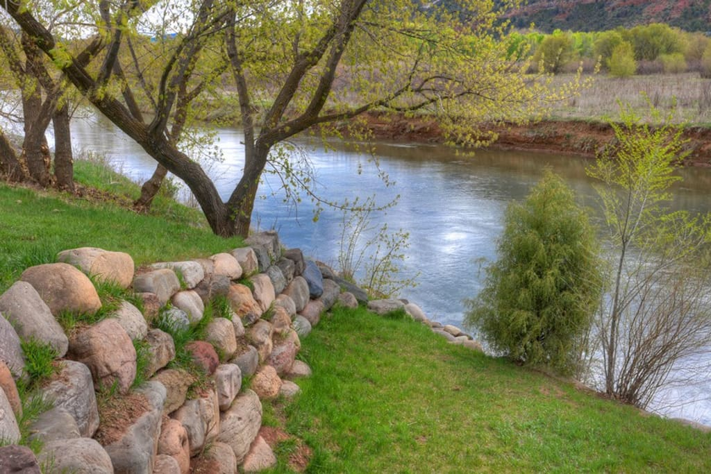 Durango Colorado vacation rental Two Bears River Guest House river access